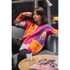 Geometryczny sweter kardigan bk011. Czarne kardigany damskie BEE, w geometryczne wzory. Za 129.00 zł.