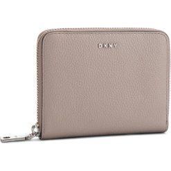 Duży Portfel Damski DKNY - Sm Zip Around- Pebbl R831A656 Warm Grey WG5. Szare portfele damskie DKNY, ze skóry. Za 509.00 zł.