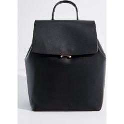 Plecak z uchwytem - Czarny. Czarne plecaki damskie Mohito. Za 99.99 zł.