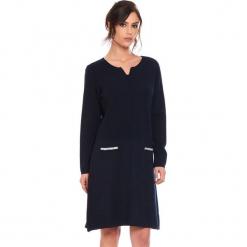 """Sukienka """"Maud"""" w kolorze granatowym. Niebieskie sukienki damskie Cosy Winter, ze splotem, z długim rękawem. W wyprzedaży za 181.95 zł."""
