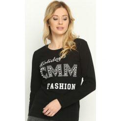 Czarna Bluzka Fashion Holidays. Czarne bluzki damskie Born2be, z nadrukiem, z okrągłym kołnierzem, z długim rękawem. Za 34.99 zł.