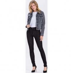 """Dżinsy """"Natalia"""" - Super Skinny fit - w kolorze czarnym. Czarne jeansy damskie Cross Jeans. W wyprzedaży za 90.95 zł."""