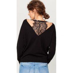 Sweter z koronkową wstawką - Czarny. Czarne swetry damskie Mohito, z koronki. Za 119.99 zł.