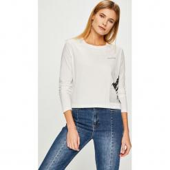 Calvin Klein Jeans - Bluzka. Szare bluzki damskie Calvin Klein Jeans, z nadrukiem, z bawełny, z okrągłym kołnierzem. Za 229.90 zł.