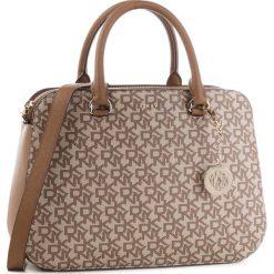 Torebka DKNY - Bryant-Md Satchel R83DJ620 Chino Logo-Vic CVU. Brązowe torebki do ręki damskie DKNY, ze skóry ekologicznej. Za 1,069.00 zł.