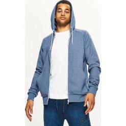 Gładka bluza z kapturem BASIC - Niebieski. Niebieskie bluzy męskie Cropp. Za 89.99 zł.