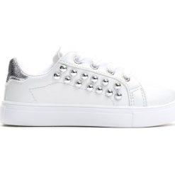 Białe Buty Sportowe Running Wild. Białe buty sportowe dziewczęce Born2be, z materiału. Za 39.99 zł.