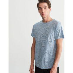 T-shirt z printem - Niebieski. Niebieskie t-shirty męskie Reserved. Za 39.99 zł.