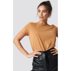 NA-KD T-shirt basic z haftem Honey - Brown,Beige. Brązowe t-shirty damskie NA-KD, z haftami, z bawełny. Za 72.95 zł.
