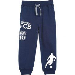 Granatowe Spodnie Dresowe My Friend. Niebieskie spodnie sportowe dla chłopców Born2be, z dresówki. Za 49.99 zł.