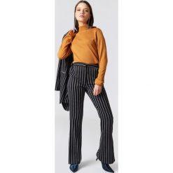 NA-KD Classic Spodnie garniturowe z rozcięciami po bokach - Multicolor,Navy. Niebieskie spodnie materiałowe damskie NA-KD Classic, z haftami, z poliesteru. Za 202.95 zł.