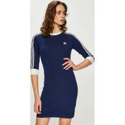 Adidas Originals - Sukienka. Szare sukienki damskie adidas Originals, z bawełny, casualowe, z okrągłym kołnierzem. Za 169.90 zł.