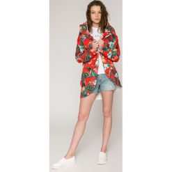 Calvin Klein Jeans - Szorty. Szare szorty damskie Calvin Klein Jeans, z jeansu, casualowe. W wyprzedaży za 339.90 zł.