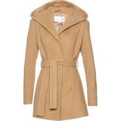 Krótki płaszcz z kapturem bonprix piaskowy. Płaszcze damskie marki FOUGANZA. Za 219.99 zł.