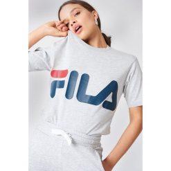 FILA Klasyczny T-shirt z logo - Grey. Szare t-shirty damskie Fila, z nadrukiem, z klasycznym kołnierzykiem. Za 100.95 zł.