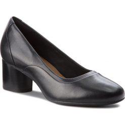 Półbuty CLARKS - Un Cosmo Step 261354464 Black Leather. Czarne półbuty damskie Clarks, z materiału. W wyprzedaży za 319.00 zł.