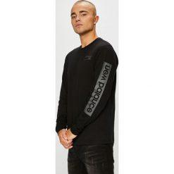 New Balance - Longsleeve. Czarne bluzki z długim rękawem męskie New Balance, z nadrukiem, z bawełny, z okrągłym kołnierzem. Za 169.90 zł.