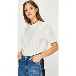 Calvin Klein - Top. Szare topy damskie Calvin Klein, z bawełny, z okrągłym kołnierzem, z krótkim rękawem. Za 279.90 zł.