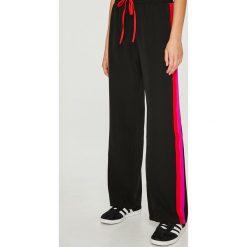 Trendyol - Spodnie. Szare spodnie materiałowe damskie Trendyol, z elastanu. Za 99.90 zł.