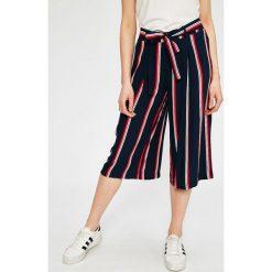 Answear - Spodnie Stripes Vibes. Szare spodnie materiałowe damskie ANSWEAR, w paski, z tkaniny. W wyprzedaży za 49.90 zł.