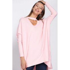 Różowy Sweter Can Remember. Czerwone swetry damskie Born2be, z dzianiny, z chokerem. Za 79.99 zł.