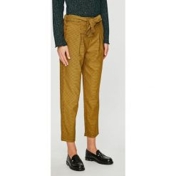 Trendyol - Spodnie. Brązowe spodnie materiałowe damskie Trendyol, z dzianiny. W wyprzedaży za 59.90 zł.