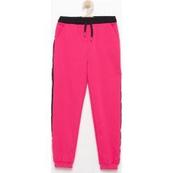 Spodnie dresowe - Różowy. Spodenki niemowlęce marki 4f. W wyprzedaży za 19.99 zł.