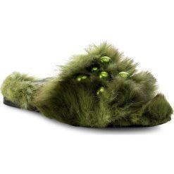 Klapki HEGO'S MILANO - 1039 Fur Verde. Zielone klapki damskie Hego's Milano, z materiału. W wyprzedaży za 419.00 zł.