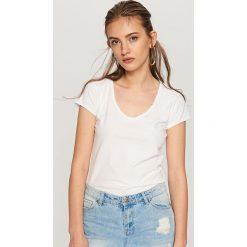 Koszulka z bawełny organicznej - Biały. Białe t-shirty damskie Reserved, z bawełny. Za 24.99 zł.