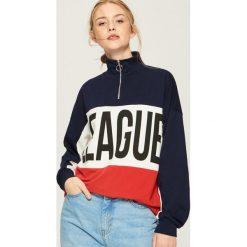 Bluza oversize z kolorowymi panelami - Czerwony. Czerwone bluzy damskie Sinsay, w kolorowe wzory. Za 59.99 zł.