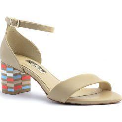8bb120d019817 Beżowe skórzane sandały na mozaikowym obcasie 23S. Klapki damskie marki  Neścior. Za 309.00 zł