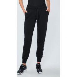 Adidas Performance - Spodnie Ess Lin. Szare spodnie sportowe damskie adidas Performance, z bawełny. W wyprzedaży za 139.90 zł.