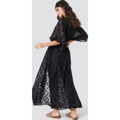 NA-KD Boho Brokatowa sukienka płaszcz - Black. Sukienki damskie NA-KD Boho, boho, z krótkim rękawem. Za 220.95 zł.