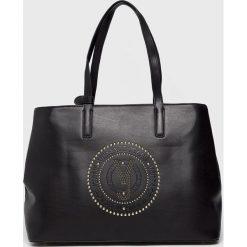 Versace Jeans - Torebka. Czarne torby na ramię damskie Versace Jeans. W wyprzedaży za 549.90 zł.