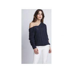Sweter z dekoltem V, SWE079, MKM. Czerwone swetry damskie Mkm swetry, z dzianiny, z dekoltem na plecach. Za 118.00 zł.