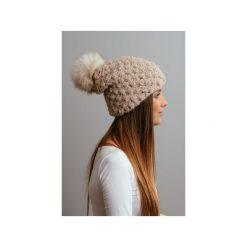 POMPOM - beżowa czapka oversize z naturalnym futerkiem. Brązowe czapki i kapelusze damskie Pompom, z wełny. Za 219.00 zł.