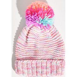 Kolorowa czapka z pomponem - Wielobarwn. Czapki i kapelusze damskie marki Sinsay. W wyprzedaży za 14.99 zł.