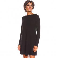 """Sukienka """"Irene"""" w kolorze czarnym. Czarne sukienki damskie So Cachemire, z kaszmiru, z dekoltem w łódkę. W wyprzedaży za 186.95 zł."""