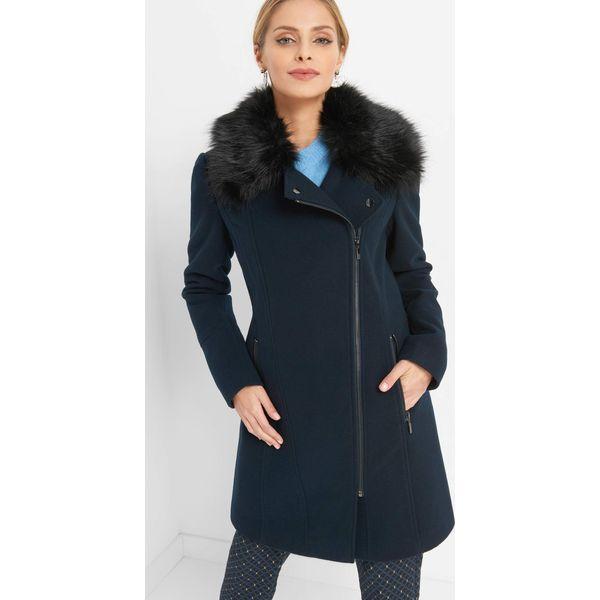 3361b2c0e3 Płaszcz ze sztucznym futerkiem - Niebieskie płaszcze damskie marki ...