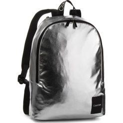 Plecak CALVIN KLEIN - Item Story Backpack K50K504201 067. Szare plecaki damskie Calvin Klein, ze skóry ekologicznej. Za 399.00 zł.