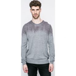 Trussardi Jeans - Sweter. Szare swetry przez głowę męskie TRUSSARDI JEANS, z dzianiny, z okrągłym kołnierzem. W wyprzedaży za 459.90 zł.