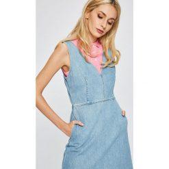 Calvin Klein Jeans - Sukienka Dionne. Sukienki damskie Calvin Klein Jeans, z bawełny, casualowe. W wyprzedaży za 319.90 zł.