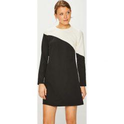 Trendyol - Sukienka. Czarne sukienki damskie Trendyol, z elastanu, casualowe, z okrągłym kołnierzem. Za 119.90 zł.