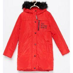 Ocieplana kurtka z kapturem - Czerwony. Czerwone kurtki i płaszcze dla dziewczynek Reserved. Za 169.99 zł.