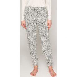 Calvin Klein Underwear - Spodnie piżamowe. Szare piżamy damskie Calvin Klein Underwear, z materiału. W wyprzedaży za 119.90 zł.