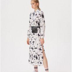 cde82a090e5c8b Sukienki damskie ze sklepu Sinsay - Kolekcja lato 2019. Koszulowa sukienka  ze wzorem - Biały. Białe sukienki damskie Sinsay, l, bez wzorów