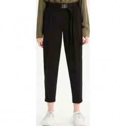 Spodnie chino - Czarny. Czarne spodnie materiałowe damskie Sinsay. Za 79.99 zł.