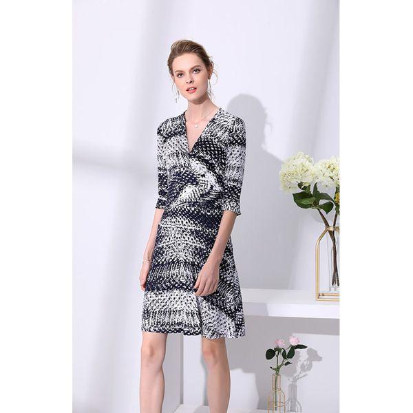 dc20c60afc Sukienka w kolorze czarno-białym - Białe sukienki damskie marki ...