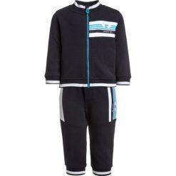 Armani Junior BABY TRACKSUIT SET Bluza rozpinana blu. Bluzy dla chłopców Armani Junior, z bawełny. Za 569.00 zł.