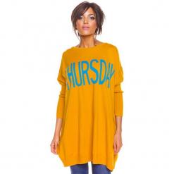 """Sweter """"Lisa"""" w kolorze musztardowym. Żółte swetry damskie So Cachemire, z okrągłym kołnierzem. W wyprzedaży za 173.95 zł."""